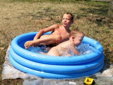 Мики и Ниџа у базену (Кнић)