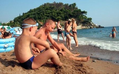 Мики и Ниџа на плажи
