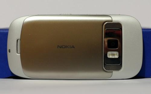 Nokia C7: полеђина телефона
