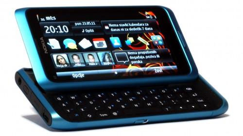 Nokia E7-00: екран и тастатура