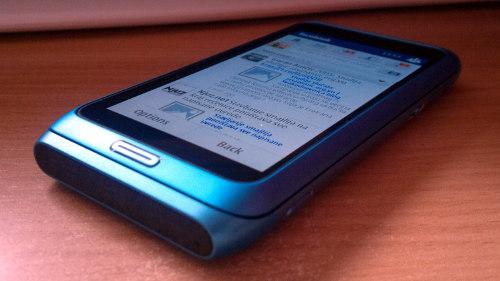 Nokia E7: угао читљивости
