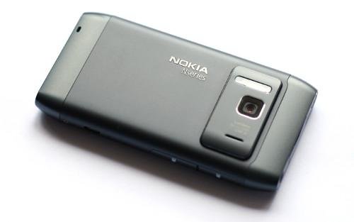 Nokia N8: 12 MPix камера Carl Zeiss са аутофокусом и ксенонским блицем