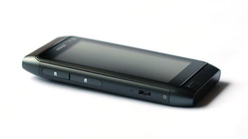 Nokia N8: лева страница
