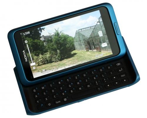 Фотографије на екрану Nokia E7 изгледају живописније него уживо