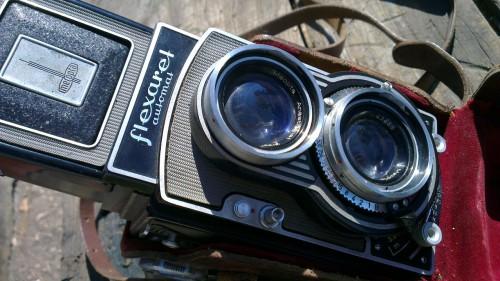 Макро старог фото апарата фотографисаног телефоном HTC One X