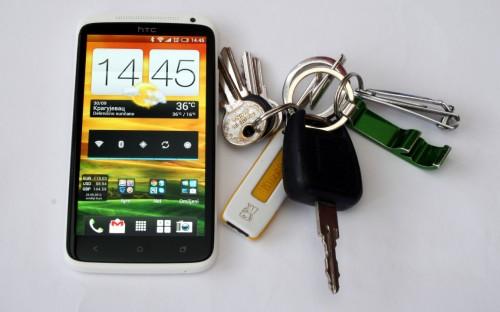 HTC One X S720P у друштву ђунте кључева